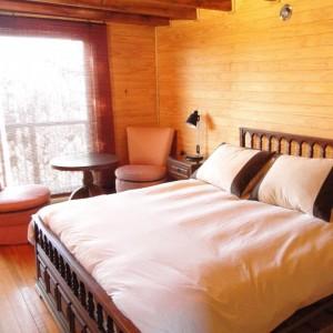 Habitación matrimonial cabaña lago Colbún